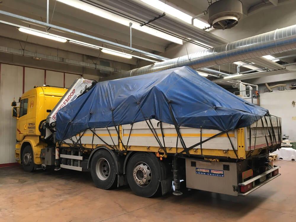 trasporti camion con gru