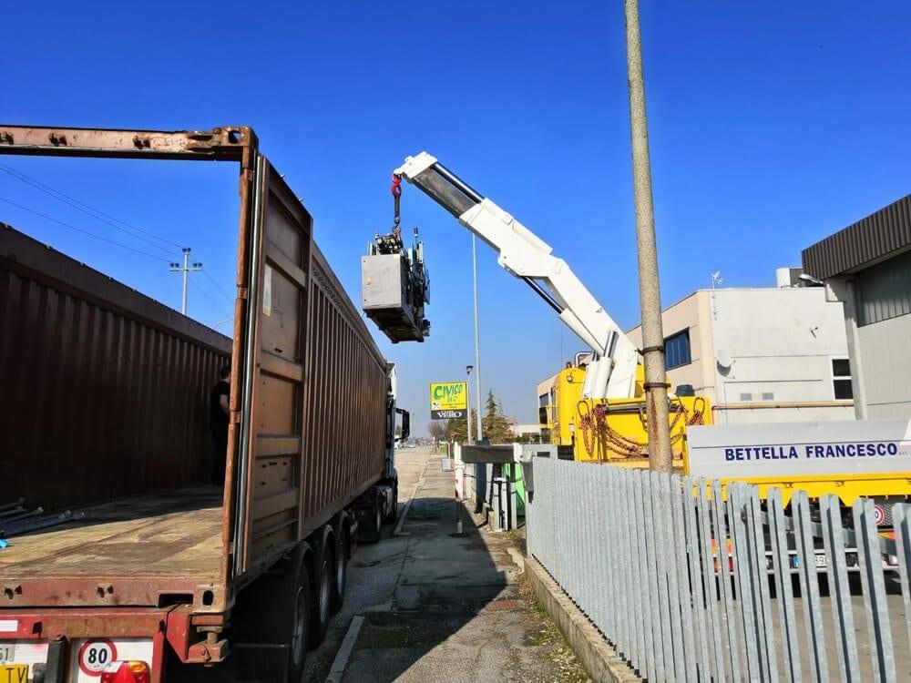 Fissaggio materiali dentro a container